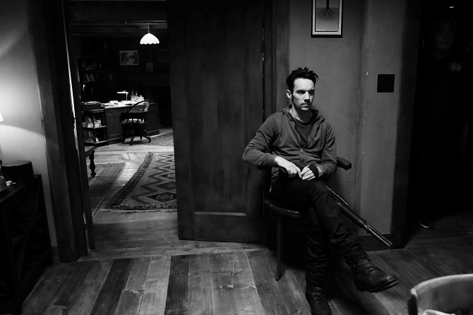 "Exclusive shot von Jonathan Rhys-Meyers am Set von ""Black Butterfly"""