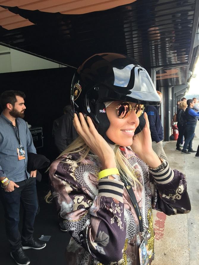 Alexandra Klim in der Box beim Finale der Lamborghini Super Trofeo 2016