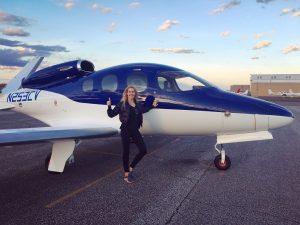 Die erste lizensierte Pilotin mit dem Jet Type Rating für die Cirrus SF50 Vision