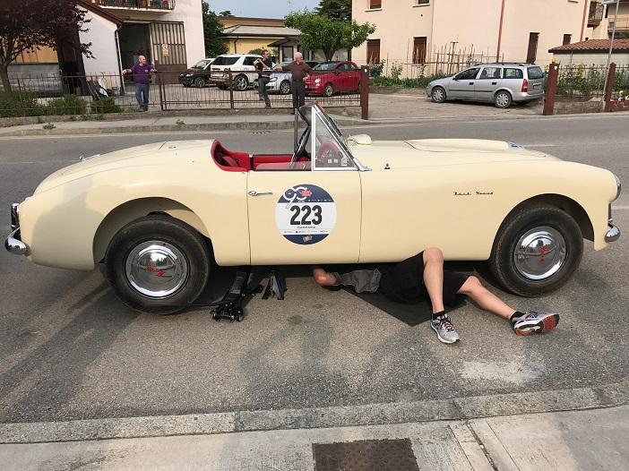 Reparatur an der Straße bei der 1000 Miglia 2017