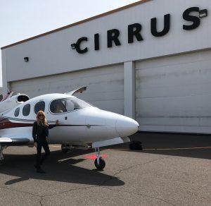 Cirrus SF50 Vision und die erste lizensierte Pilotin dieser Maschine