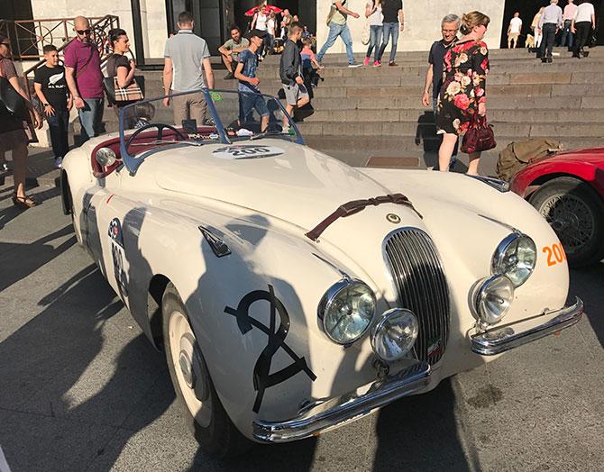Jaguar XK 120 ots Roadster in Weiß