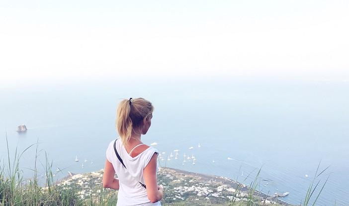 Alexandra Klim auf der SPitze des STromboli
