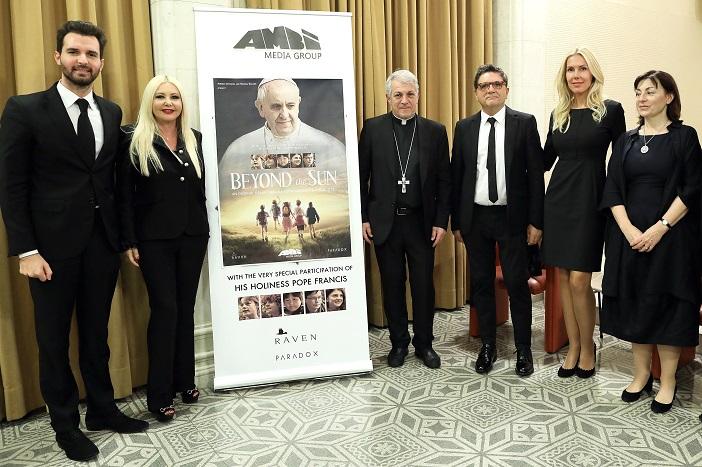 Bei der Filmpremiere von Beyond the Sun im Vatikan